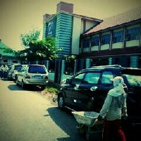 Photo taken at SMA Negeri 21 Makassar by Kevin T. on 3/4/2013