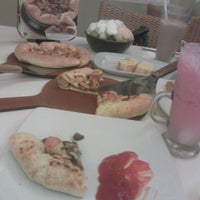 Photo taken at Pizza Hut by Yulinda S. on 8/13/2013