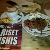 Photo taken at Stove Syndicate (Coffee & Waffle) by Andi Aulia R. on 1/20/2016