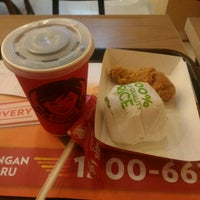 Photo taken at Wendy's by Andi Aulia R. on 9/20/2016