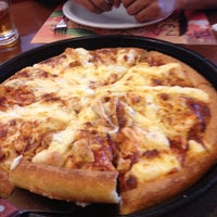 Photo taken at Pizza Hut by Roberto H. on 3/28/2013