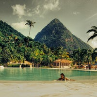 Photo taken at Sugar Beach, A Viceroy Resort by Jared Z. on 8/12/2013