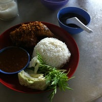 Photo taken at Sia Sineq Cafe by Fatin H. on 4/29/2016