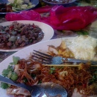 Photo taken at Awe Tomyam & Seafood by Shadina S. on 3/12/2013