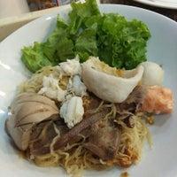 Photo taken at อาเล็กราชวงศ์ โภชนาลัย (Phochanalai) by PoN on 6/29/2016