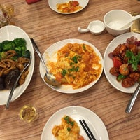 Photo taken at Paradise Inn (乐天客栈) by Jeffrey C. on 10/1/2015