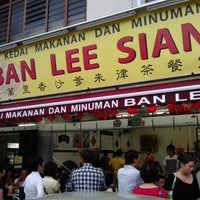 Photo taken at Ban Lee Siang Sate Celup by David T. on 6/9/2012