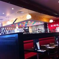 Photo taken at TGI Friday's by Steven C. on 11/27/2011