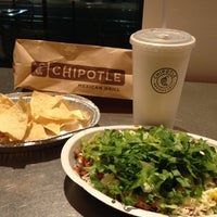 Photo taken at Chipotle Mexican Grill by Arturo on 9/6/2012