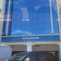 Photo taken at Bank Ekonomi by Hanly K. on 2/27/2011