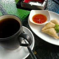 Photo taken at Cirkel Crowd and Coffee by Shakira M. on 1/16/2012