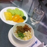 Photo taken at Mabuhay Lounge by Maire on 7/12/2012