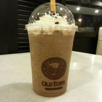 Photo taken at OldTown White Coffee by Guang Q. on 7/21/2012