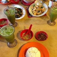 Photo taken at Kampung Seafood by Nur Farizan A. on 8/4/2013