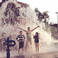 Photo taken at Howard Johnson Anaheim Hotel and Water Playground by David Von G. on 9/7/2013