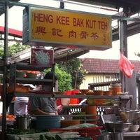 Photo taken at Heng Kee Bak Kut Teh 兴记肉骨茶 by Samantha T. on 3/16/2013