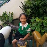 Photo taken at โรงเรียนพร้อมพรรณวิทยา by กรศศิร์ ค. on 1/24/2012