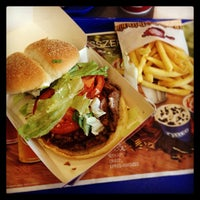 Photo taken at Burger King by Kanz E. on 10/13/2013