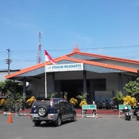 Photo taken at Stasiun Mojokerto by Setya E. on 6/26/2014