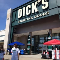 Photo taken at Dick's Sporting Goods by Jobina 🍹 N. on 6/15/2013