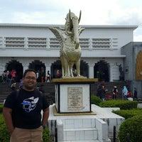 Photo taken at Museum kerajaan Kutai Kartanegara by Berardus Budhi H. on 5/5/2016
