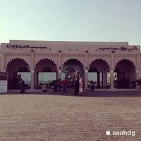 Photo taken at L'wzaar Seafood Market by عبدالله ا. on 1/22/2013