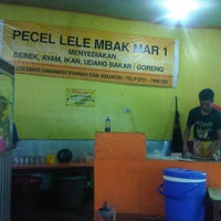 Photo taken at Pecel Lele Mbak Mar by Nia R. on 4/19/2013