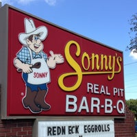 Photo taken at Sonny's BBQ by mike h. on 10/18/2013