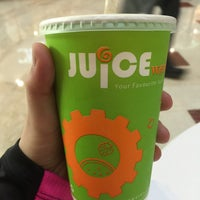 Photo taken at Juice Works by نينا on 10/15/2016