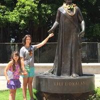 Photo taken at Queen Liliʻuokalani Statue by AlohaKarina 🌺🌈🏄🏻🍹 on 8/14/2015