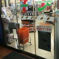 Photo taken at セブンイレブン 宇都宮駅前店 by Shin〜comeback (. on 1/5/2017