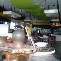 Photo taken at Cwie Mie Malang / Roellie's Steak by donna i. on 4/12/2014