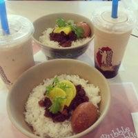 Photo taken at Bubble Republic Tea House 奶茶黨部 by amazonbitchgoddess on 7/12/2013
