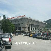 Photo taken at Pejabat Tanah Daerah Gombak by Liew TC on 4/28/2015