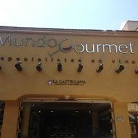 Photo taken at Mundo Gourmet by Raul P. on 3/19/2013