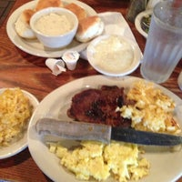 Photo taken at Cracker Barrel Old Country Store by Ernest S. on 7/4/2013