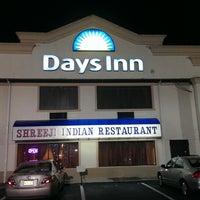 Photo taken at Days Inn Abseacon by Karthik M. on 9/2/2013