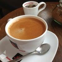 Photo taken at Rabika Coffee / ESSO หนองแขม by Kaew_SKB🐵รักในหลวง on 7/20/2013