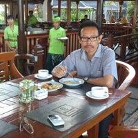 Photo taken at Bar & Resto Jayakarta Hotel & Resort by Aria P. on 8/26/2013