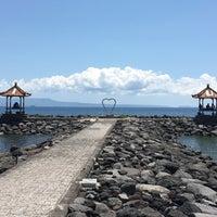 Photo taken at Pantai Candidasa by Елена Х. on 1/5/2016