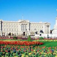 Photo taken at Buckingham Palace by €rik - SU2 on 6/22/2013