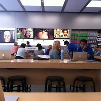 Photo taken at Apple Store, 4th Street by Jorge L. on 7/25/2013