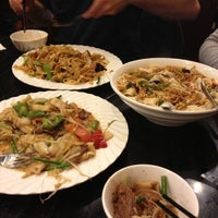 Photo taken at Noodle Kingdom by Mindy G. on 12/4/2012