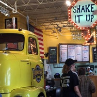 Photo taken at Fuddruckers by Kim M. on 9/6/2015