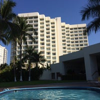 Photo taken at piscina hotel Emporio by Alejandra P. on 3/24/2014
