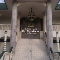 Photo taken at Masjid Jami Asy-Syakirin by Fungki A. on 5/15/2013