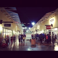 Photo taken at Las Vegas North Premium Outlets by Kimihito T. on 11/23/2012