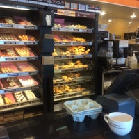 Photo taken at Dunkin Donuts by Abdullah Yilmaz T. on 4/1/2014