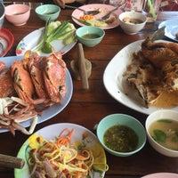 Photo taken at เจ๊อึ่งซีฟู๊ด (ป่าคั่น) Jae Aung Seafood by Tnc N. on 6/10/2016