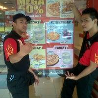 Photo taken at Pizza Hut, Bandar Baru Ampang by Irfan Z. on 5/20/2013